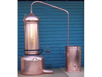 Alambique de columna de cobre de 300 litros con termometro.