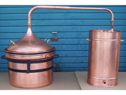 Alambic en cuivre a fermeture d'eau de 250 litres Thermometre inclus.