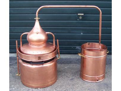 Alambic en cuivre a bain marie de 40 litres Thermomètre inclus, en cuivre.