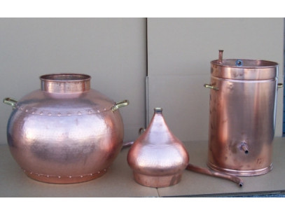 Alembic traditional to 50 liters, thermometer, copper grid, Breathalyzer, gas burner disassembled.